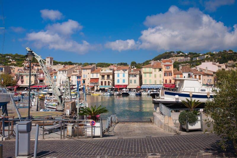 Άποψη σχετικά με το λιμάνι Cassis στοκ εικόνες