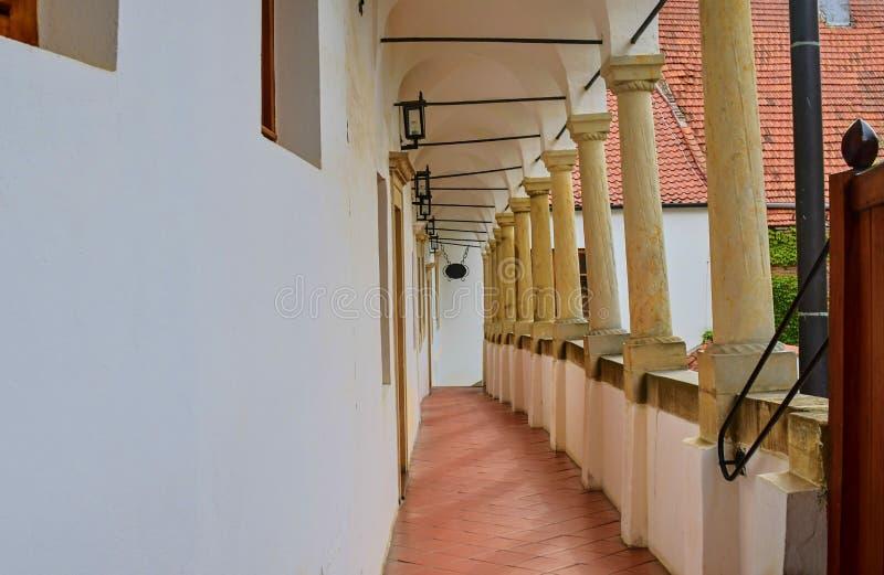 Άποψη σχετικά με το ρομαντικό αστικό τοπίο Ιστορικό αστικό κατώφλι Σπίτι αναγέννησης με τα arcades, loggias Κινηματογράφηση σε πρ στοκ φωτογραφία με δικαίωμα ελεύθερης χρήσης