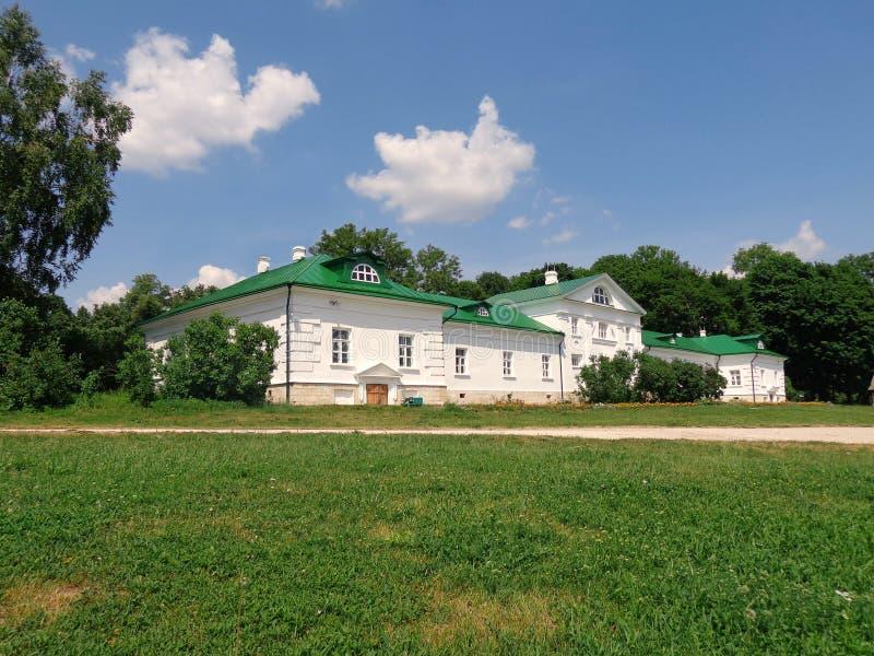 """Άποψη σχετικά με το σπίτι """"Volkonsky """"στο μουσείο-κτήμα του Leo Tolstoy σε Yasnaya Polyana στοκ φωτογραφία με δικαίωμα ελεύθερης χρήσης"""