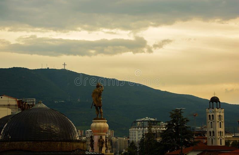 Άποψη σχετικά με το σταυρό χιλιετίας στο skopje στοκ εικόνα