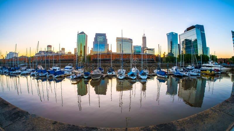 Άποψη σχετικά με Puerto Madero στο Μπουένος Άιρες στην Αργεντινή στοκ εικόνες