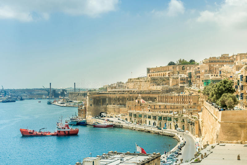 Download Άποψη σχετικά με Valletta από τη θάλασσα στη Μάλτα Στοκ Εικόνα - εικόνα από θάλασσα, bazaars: 62701283