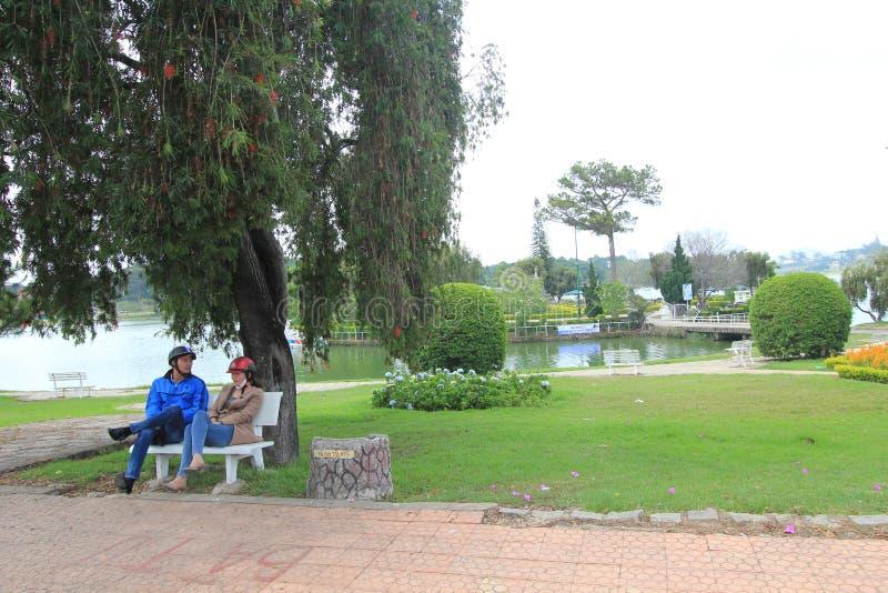 Άποψη της λίμνης Xuan Huong στη DA Lat στοκ εικόνες