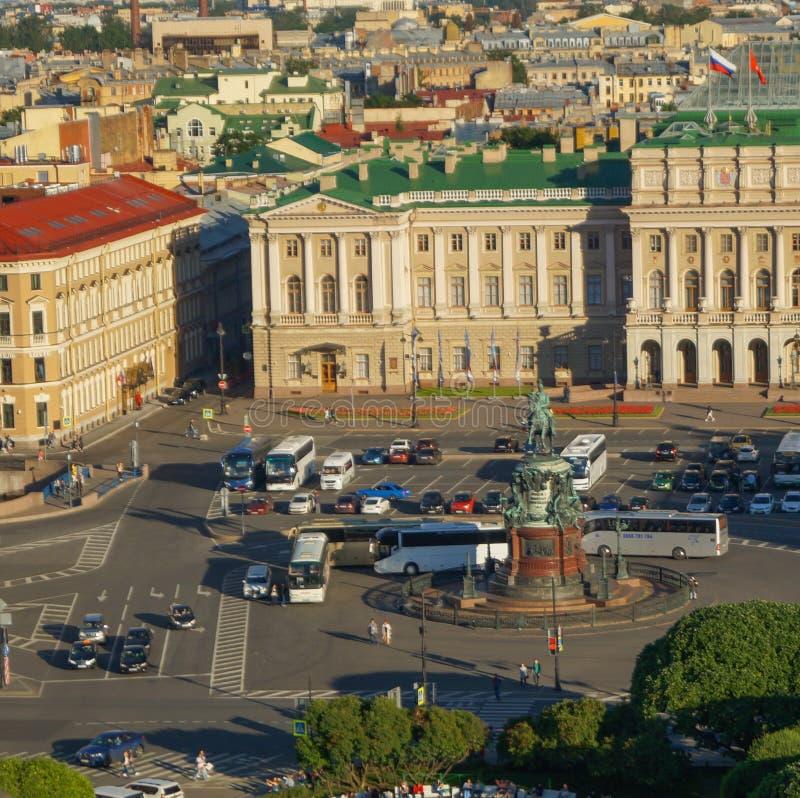 Άποψη της Αγία Πετρούπολης από την κιονοστοιχία του καθεδρικού ναού του ST Isaac ` s στοκ εικόνες με δικαίωμα ελεύθερης χρήσης