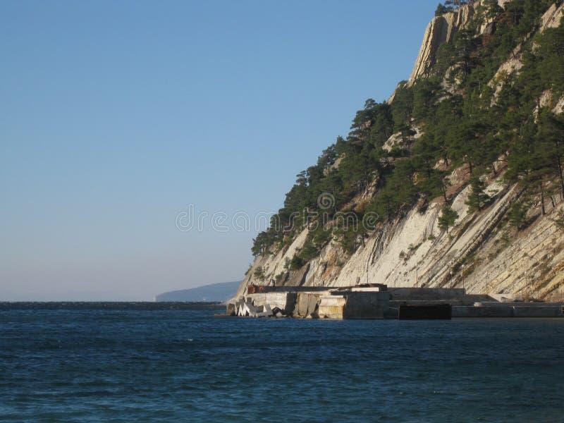 Άποψη της ακτής Μαύρης Θάλασσας του Καύκασου στην περιοχή Krasnodar στοκ φωτογραφίες με δικαίωμα ελεύθερης χρήσης