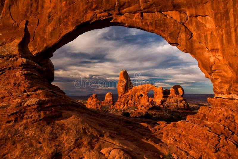 Άποψη της αψίδας πυργίσκων στο εθνικό πάρκο αψίδων, Γιούτα, ΗΠΑ στοκ εικόνες
