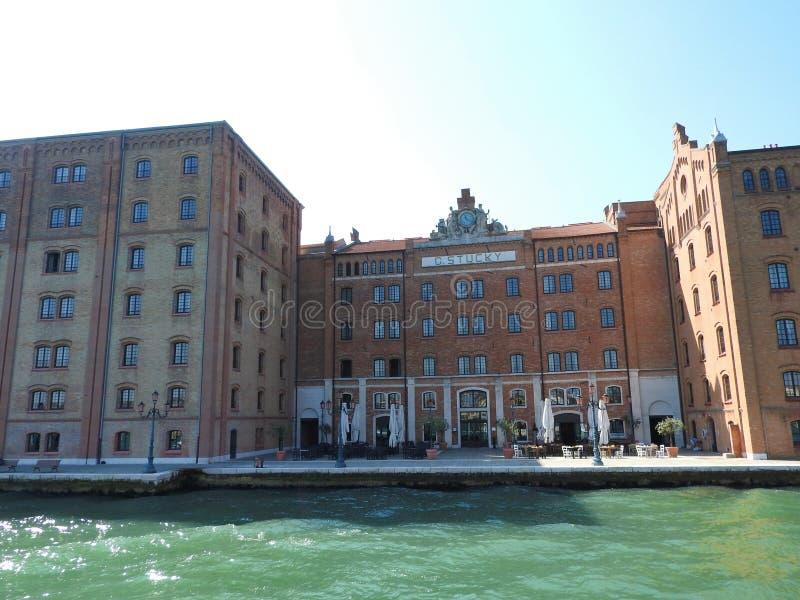 Άποψη της Βενετίας, της Ιταλίας και της άλλης αρχιτεκτονικής του από το μεγάλο κανάλι, σαφής ημέρα στοκ εικόνες με δικαίωμα ελεύθερης χρήσης