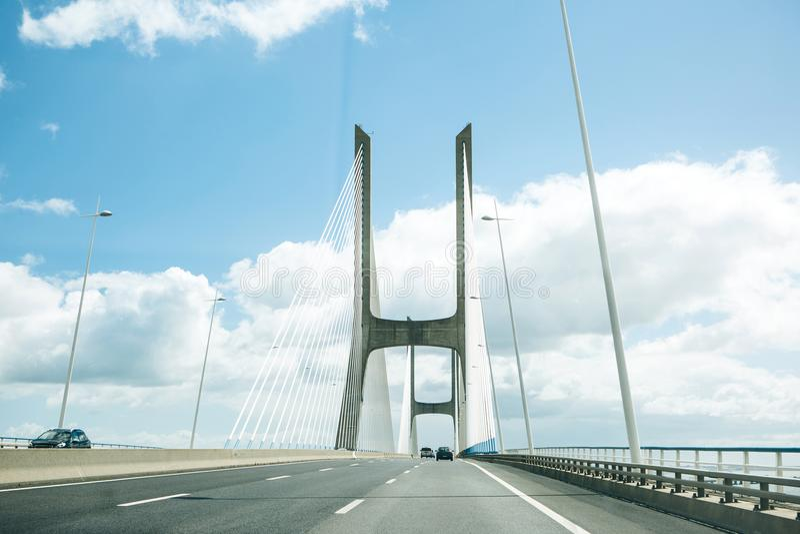 Άποψη της γέφυρας γάμμα του Vasco DA στη Λισσαβώνα στην Πορτογαλία στοκ εικόνες