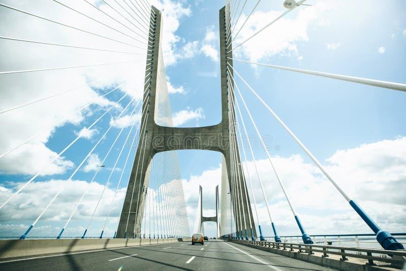 Άποψη της γέφυρας γάμμα του Vasco DA στη Λισσαβώνα στην Πορτογαλία στοκ εικόνα
