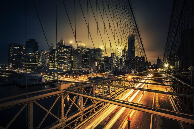Άποψη της γέφυρας του Μπρούκλιν τη νύχτα στοκ εικόνα με δικαίωμα ελεύθερης χρήσης