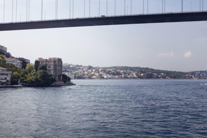 Άποψη της γέφυρας, Bosphorus και των κτηρίων FSM στοκ φωτογραφίες