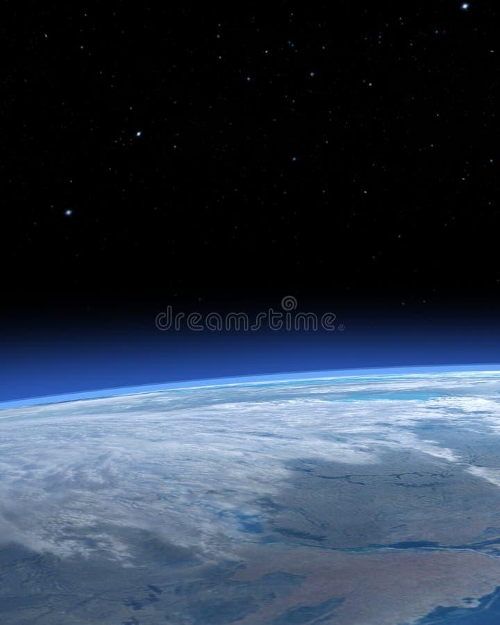 Άποψη της γης από το διάστημα που παρουσιάζει τα σύννεφα και αστέρια ελεύθερη απεικόνιση δικαιώματος