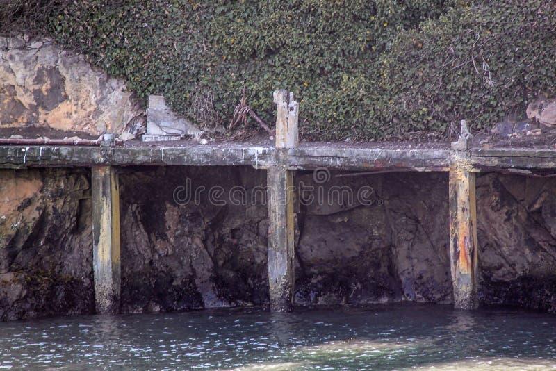 Άποψη της διάσημης αποβάθρας φυλακών Alcatraz francisco san o Όμορφα ιστορικά υπόβαθρα στοκ εικόνες