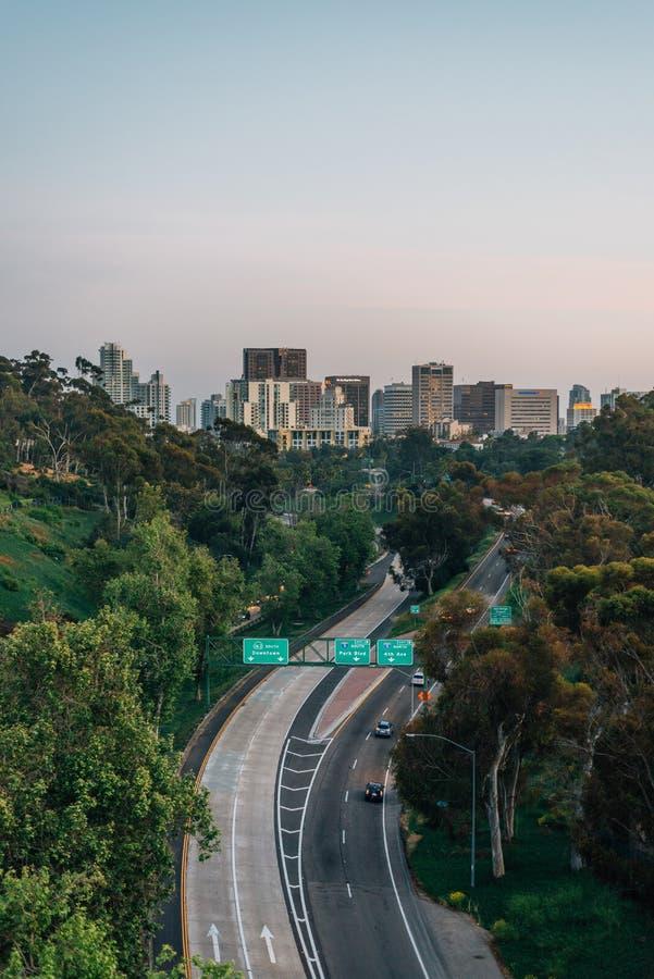 Άποψη της διαδρομής 163 Καλιφόρνιας από τη γέφυρα Cabillo στο πάρκο BALBOA, Σαν Ντιέγκο, Καλιφόρνια στοκ εικόνες