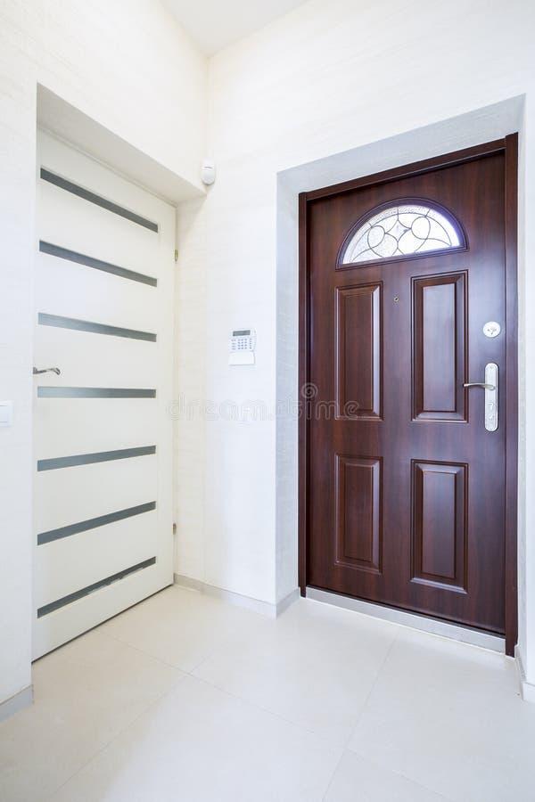 Άποψη της εισόδου σπιτιών στοκ εικόνα με δικαίωμα ελεύθερης χρήσης