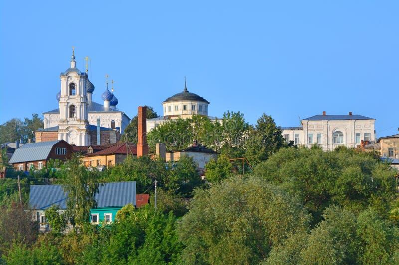 Άποψη της εκκλησίας της υπόθεσης και του σπιτιού των εμπόρων Alyanchikov στην πόλη Kasimov, Ρωσία στοκ φωτογραφία με δικαίωμα ελεύθερης χρήσης