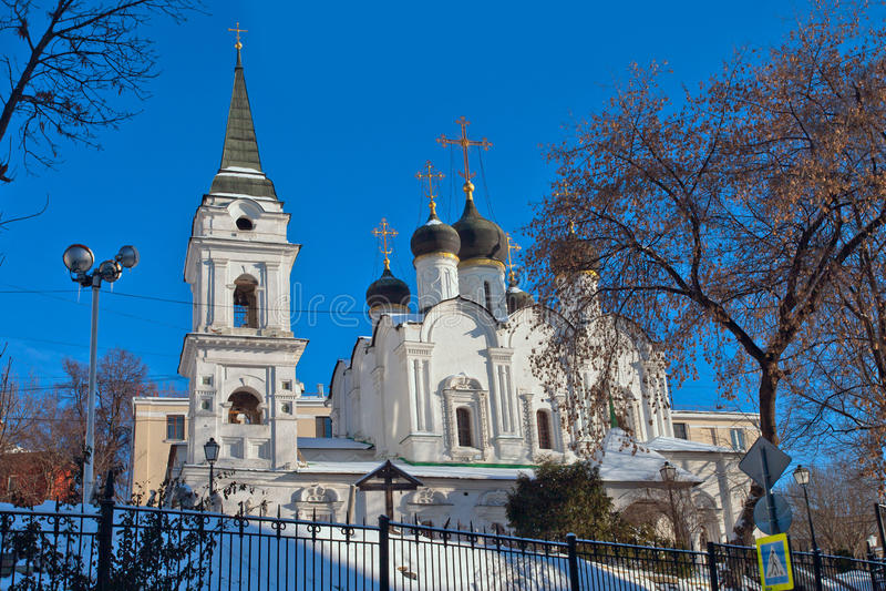 Άποψη της εκκλησίας του ST Βλαντιμίρ στους παλαιούς κήπους Μόσχα στοκ φωτογραφία με δικαίωμα ελεύθερης χρήσης