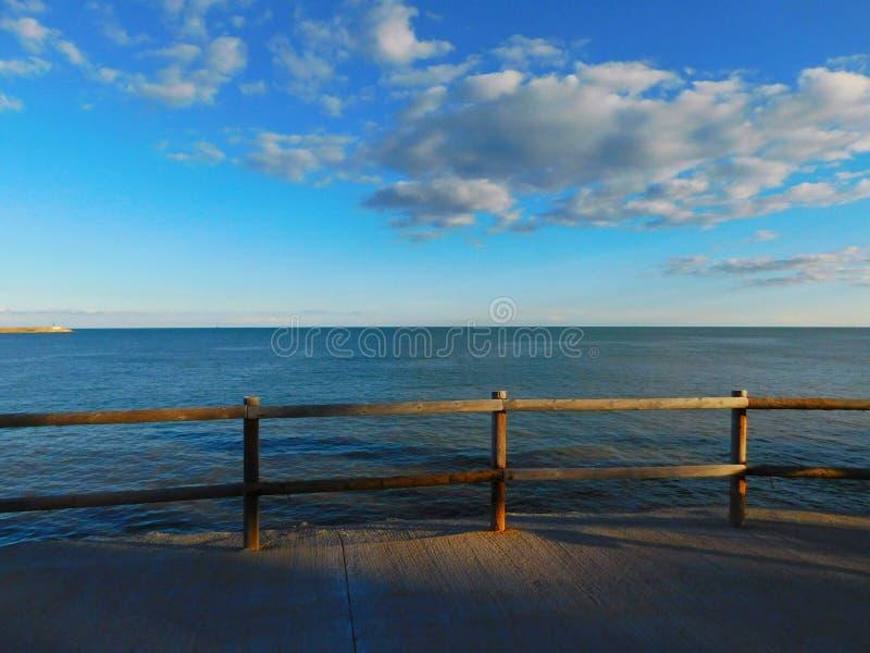 Άποψη της θάλασσας από τον περίπατο στοκ φωτογραφία με δικαίωμα ελεύθερης χρήσης