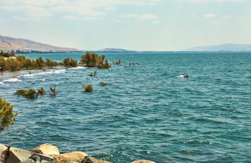 Άποψη της θάλασσας Galilee από τη ανατολική πλευρά θερινό ηλιόλουστο ημερησίως, Ιούλιος στοκ φωτογραφίες