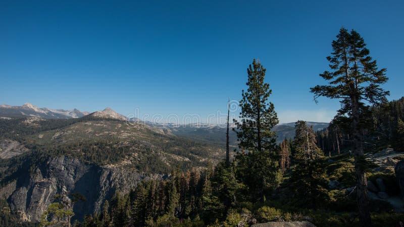 Άποψη της κοιλάδας Yosemite από το σημείο παγετώνων, εθνικό πάρκο Yosemite στοκ εικόνες