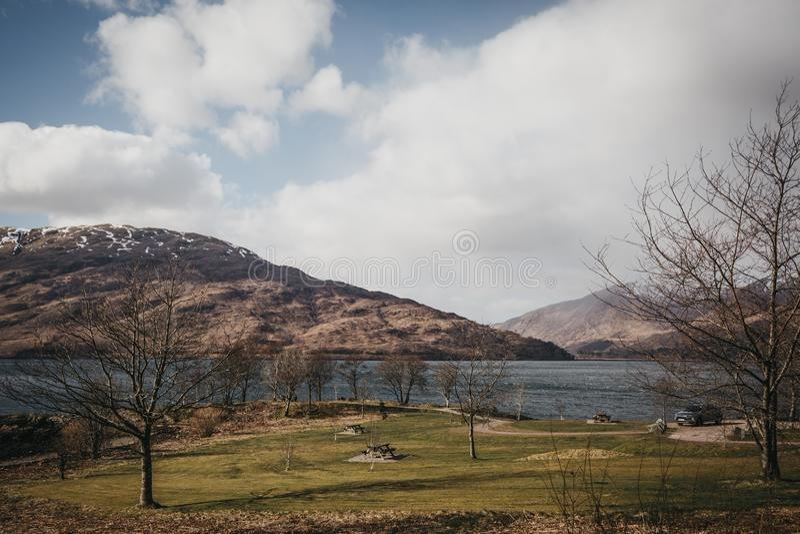 Άποψη της λίμνης Eil, οχυρό William, Σκωτία στοκ εικόνα