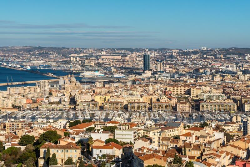 Άποψη της Μασσαλίας από το Λα Garde, Γαλλία της Notre-Dame de βασιλικών στοκ φωτογραφία
