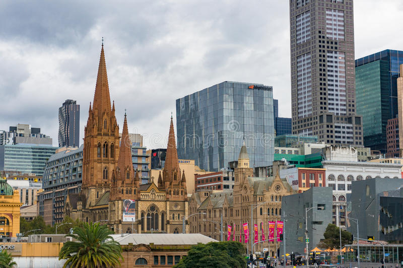 Άποψη της Μελβούρνης CBD με το κτήριο καθεδρικών ναών του ST Paul ` s στοκ φωτογραφία με δικαίωμα ελεύθερης χρήσης