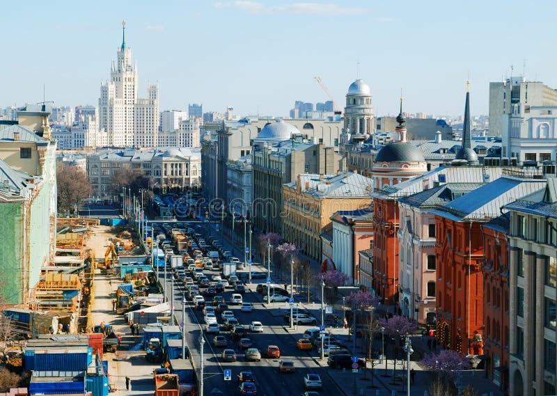 Άποψη της Μόσχας από το τετραγωνικό υπόβαθρο κυκλοφοριακής συμφόρησης Lubyanka στοκ φωτογραφίες