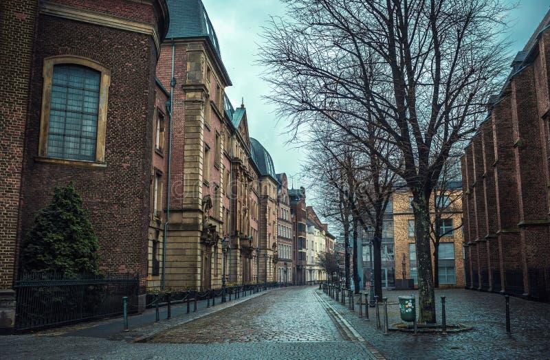 Άποψη της οδού του Ντίσελντορφ στο ιστορικό κέντρο της πόλης στοκ εικόνες