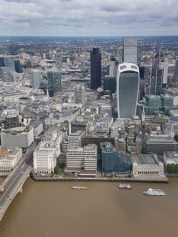 Άποψη της ομιλούσας ταινίας Walkie και της πόλης του Λονδίνου από το Shard στοκ εικόνες