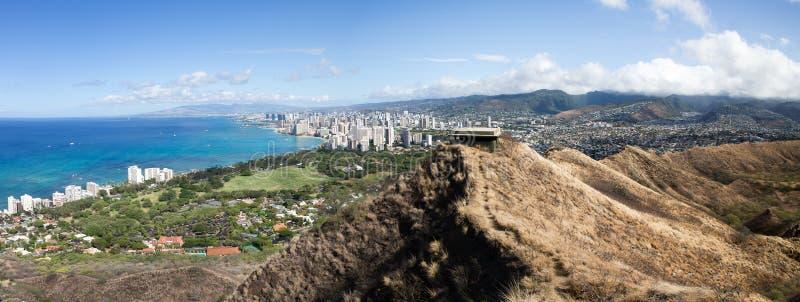 Άποψη της παραλίας Waikiki και των λόφων της Χονολουλού στοκ εικόνα με δικαίωμα ελεύθερης χρήσης