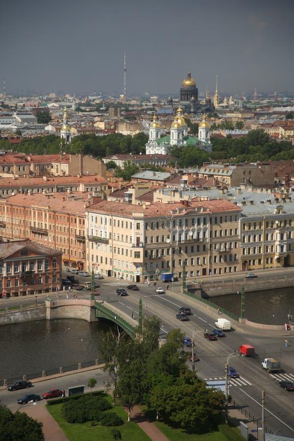 Άποψη της παλαιάς ευρωπαϊκής πόλης από το ύψος της πτήσης του πουλιού Άγιος Πετρούπολη, Ρωσία, βόρεια Ευρώπη στοκ φωτογραφία με δικαίωμα ελεύθερης χρήσης