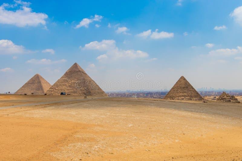 Άποψη της περιοχής με τις μεγάλες πυραμίδες Giza, Αίγυπτος στοκ φωτογραφία