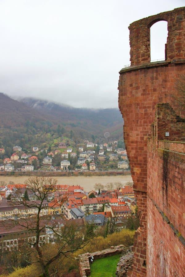 Άποψη της πόλης από την κορυφή που στέκεται το κάστρο της Χαϋδελβέργης στοκ εικόνες