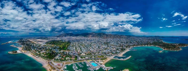 Άποψη της πόλης Glyfada στην Αθήνα από τον κηφήνα στοκ εικόνες