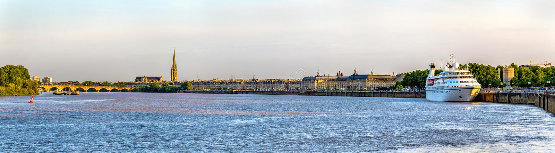 Άποψη της πόλης του Μπορντώ με τον ποταμό Garonne - Γαλλία στοκ φωτογραφία