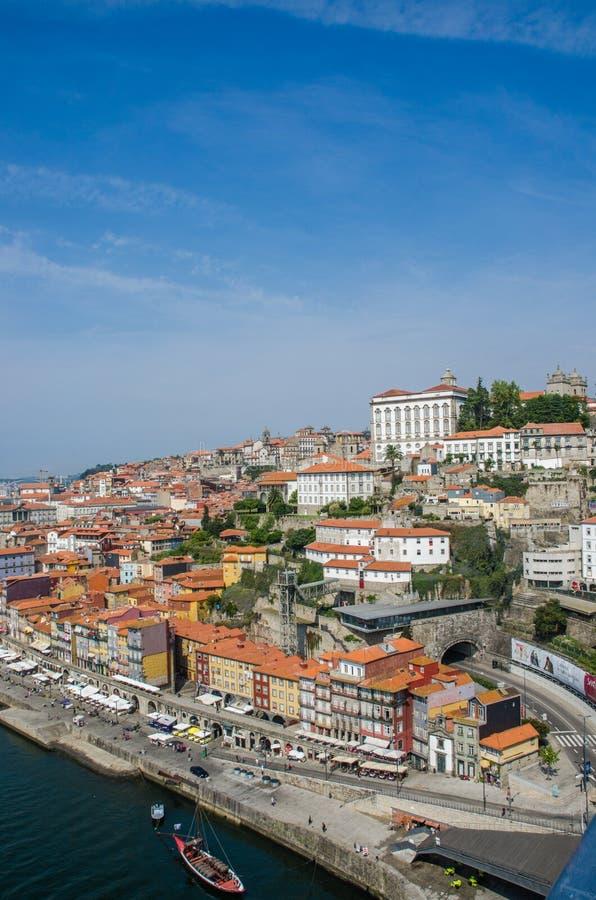 Download Άποψη της πόλης του Πόρτο τη θερινή ημέρα Στοκ Εικόνες - εικόνα από σπίτι, πορτογαλικά: 62707726