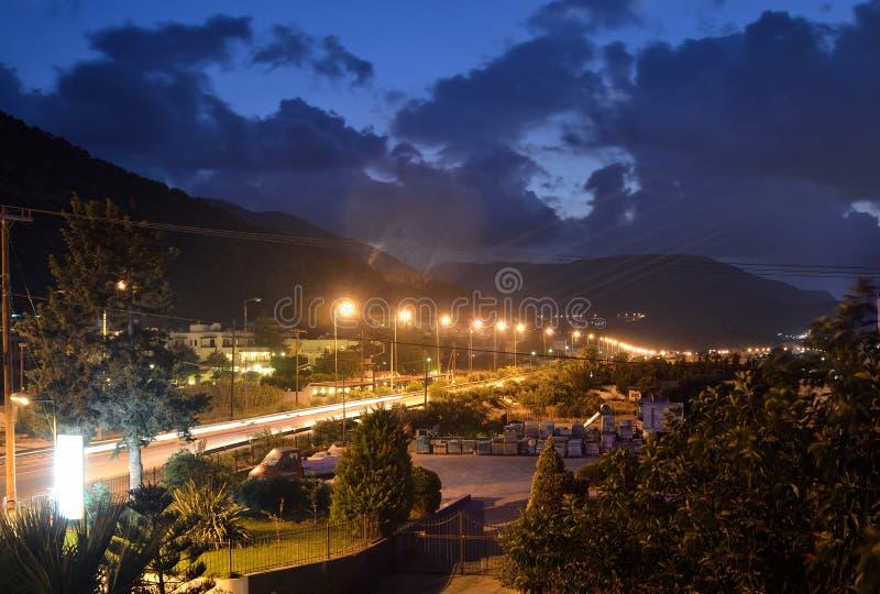 Άποψη της πόλης Stalida τη νύχτα στοκ φωτογραφίες