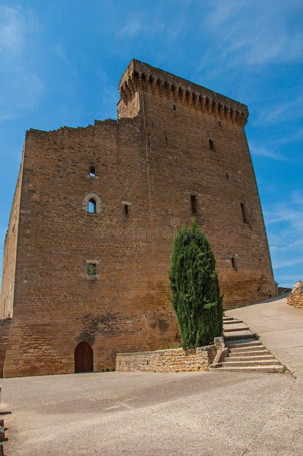 Άποψη της σκάλας στον παπά John ΧΧΙΙ ` s Castle στο χωριουδάκι châteauneuf-du-Pape στοκ εικόνες
