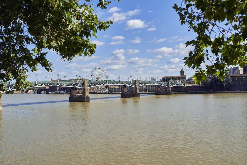 Άποψη της Τουλούζης από τον ποταμό στοκ εικόνα
