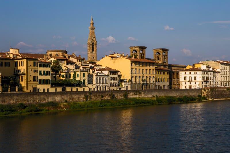 Άποψη της Φλωρεντίας από τον ποταμό Arno στοκ εικόνες