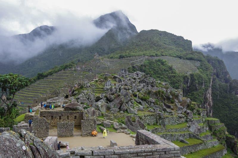 Άποψη της χαμένης πόλης Incan Machu Picchu κοντά σε Cusco Χαμηλό clou στοκ φωτογραφία