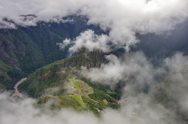 Άποψη της χαμένης πόλης Incan Machu Picchu και του MO Huayna Picchu στοκ φωτογραφία με δικαίωμα ελεύθερης χρήσης