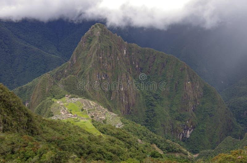 Άποψη της χαμένης πόλης Incan Machu Picchu και του MO Huayna Picchu στοκ εικόνα