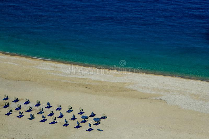 Άποψη της όμορφης παραλίας Myrtos στο νησί Kefalonia, Ελλάδα στοκ εικόνα με δικαίωμα ελεύθερης χρήσης