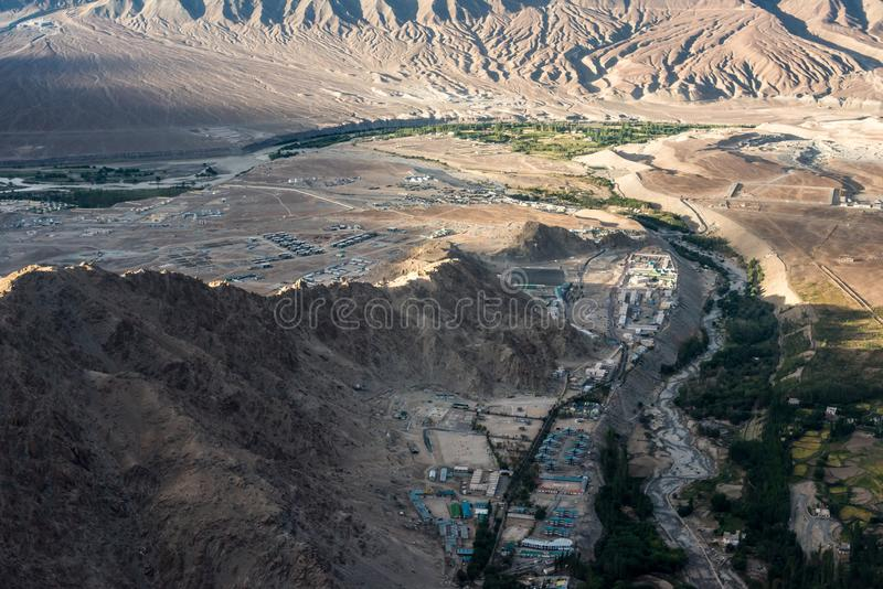 Άποψη τοπίων με το φυσικές βουνό και την πόλη σε Leh ladakh στοκ φωτογραφίες με δικαίωμα ελεύθερης χρήσης