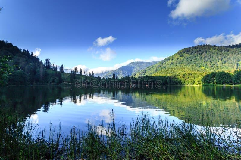 Άποψη τοπίων Karagol (μαύρη λίμνη) σε Savsat, Artvin, Τουρκία στοκ φωτογραφία με δικαίωμα ελεύθερης χρήσης