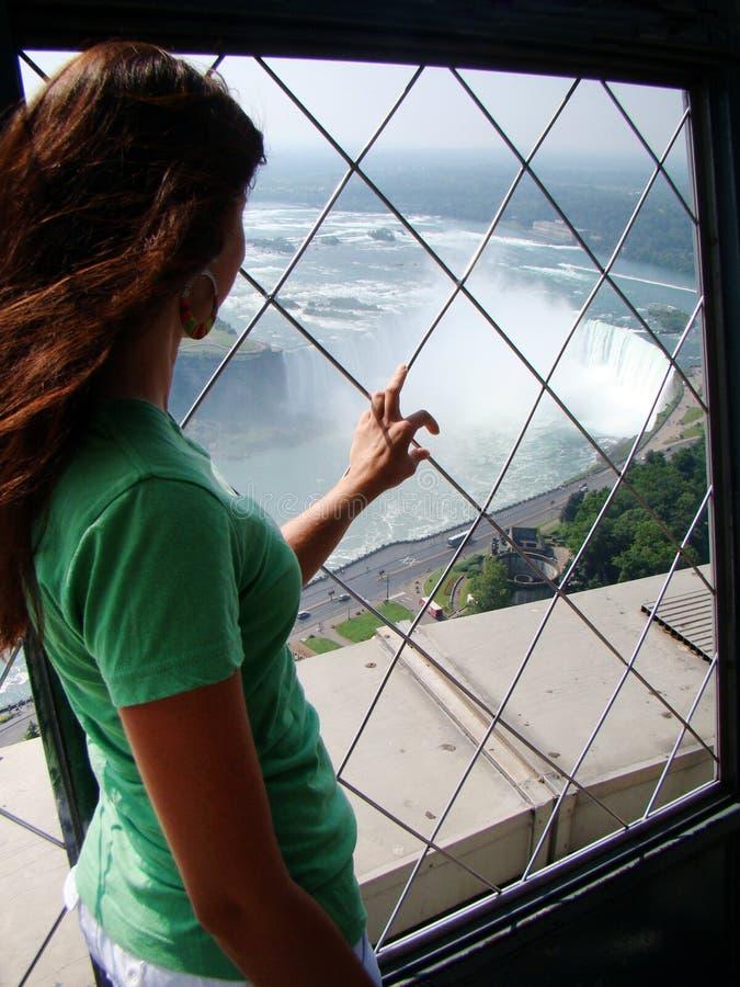 Άποψη τουριστών των καταρρακτών του Νιαγάρα Horshoe στοκ εικόνα με δικαίωμα ελεύθερης χρήσης