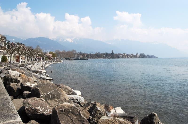 Άποψη του αναχώματος Vevey στη λίμνη Γενεύη στοκ εικόνα