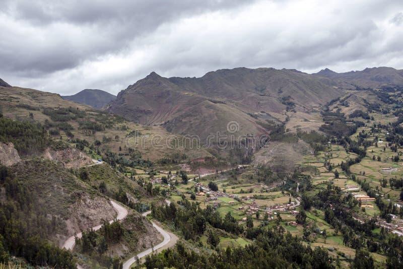Άποψη του αρχαιολογικού πάρκου Pisac και των πράσινων βουνών της ιερής κοιλάδας του Incas, Περού στοκ φωτογραφία με δικαίωμα ελεύθερης χρήσης